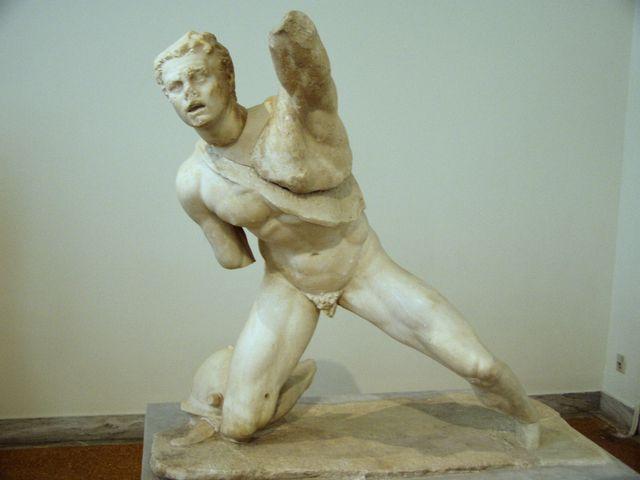 Statue_of_a_fighting_Gaul_NAMA_247_(DerHexer).JPG