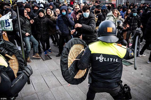 Wtf Dutch police use wicker shields?.jpeg